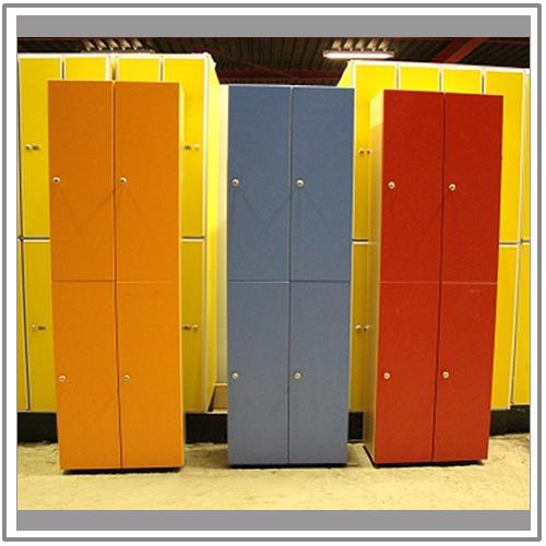Houten 4 deurs lockerkast rood houten 4 deurs lockerkast for Ladenblok rood